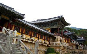 800px-Korea-Gyeongju-Bulguksa-33