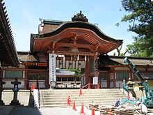 220px-Iwashimizu_Hachimangu_minamisomon